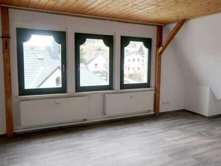 Stilvoll und ruhig wohnen: Tolles 4-Raum-DG-Appartement mit 78 m² Wohnfläche in Eibenstock