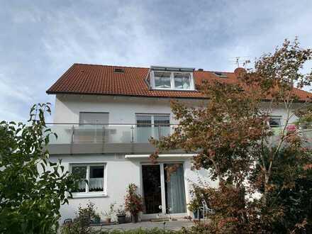 KNIPFER IMMOBILIEN - Gepflegte Dachwohnung mit Loggia, Dachstudio und Garage in Welden zum Kauf!