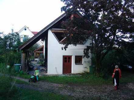 Gepflegte 2-Zimmer-Wohnung mit EBK und ausbaubarem Dachboden in Simonshofen