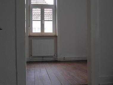 zwei zusammenhängende Zimmer in schöner Altbau-Wohnung (3er WG)