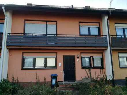 Helles freundliches Einfamilienhaus in ruhiger Lage mit fünf Zimmern in Karlsruhe, Hagsfeld