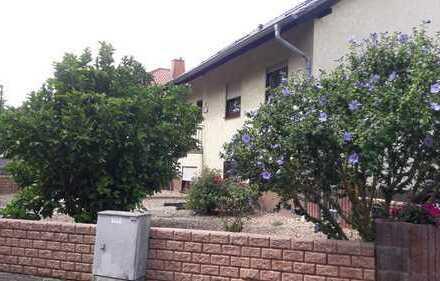 Gepflegtes Haus mit sechs Zimmern plus Einliegerwohnung (2 .Zi) in Alzey-Worms (Kreis), Wahlheim