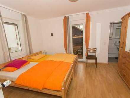Online buchbar ab 1/2 Monat: 2-Zimmerwohnung, löffelfertig möbliert, inkl. Wlan, mit Balkon