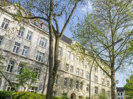 Ottensen: Im Gebotsverfahren - Stilvolle Erdgeschoss-Altbauwohnung mit Terrasse und Garten