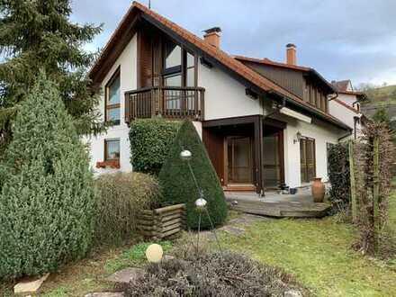 Exklusives Haus mit Einbauküche, 2 Bädern, Garten, Doppelgarage in bester Wohnlage von Stetten