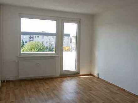 3-Raum Wohnung mit Blick ins Grün und auf die Rhinower Berge