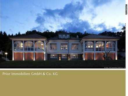 Anwesen mit alter Villa und Gewerbebau, Biergarten und Minigolfanalge