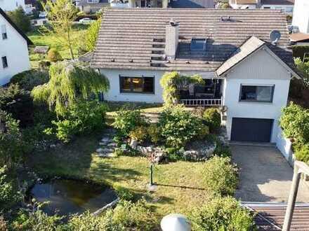 Schöne, große Wohnung in Zweifamilienhaus mit Garten, Keller und Garage in Dettelbach