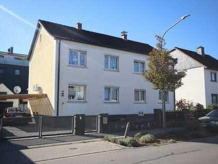 1-Familien-Doppelhaushälfte mit Hof, Garage , überdachter Carport und Garten