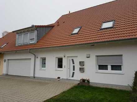 Gepflegte 3-Zimmer-EG Wohnung mit Terrasse, Einbauküche, Speise, Abstellraum, Garage in Feuchtwangen