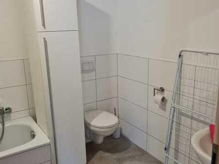 Neuwertige Wohnung mit vier Zimmern und Balkon in Osthofen