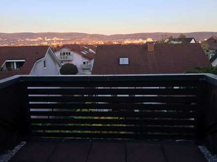 Schöne Maisonette-Wohnung mit Balkon und EBK, 4,5 Zimmer