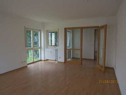 Ruhig gelegene Wohnung mit Balkon, Gäste WC, TG-Platz, im 6 Familienhaus in Waldrandnähe !