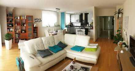 Moderne, helle 4,5-Zimmer-Wohnung in Lörrach mit Blick nach Rötteln und Tüllingen.