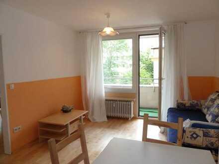 Von Privat: stilvolle, gepflegte 2-Zimmer-Wohnung mit Balkon und EBK in Schwabing-West, München