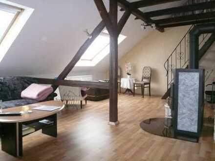 ungewöhnlich gemütliche 2,5-Zimmer-DG-Wohnung, Balkon, Galerie