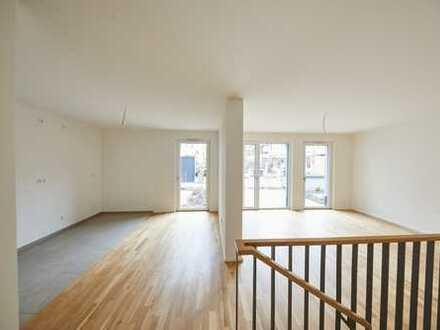 ERSTBEZUG! *** Exklusive, citynahe 2-Zimmer-Wohnung mit Terrasse am Stadtpark (EG, Parkett, TG, …)