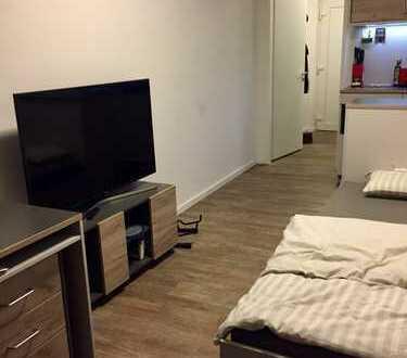 In Studentenwohnheim: Möblierte Studenten 1-Zimmer-EG-Wohnung mit Kü, Bad und Veranda in Hannover