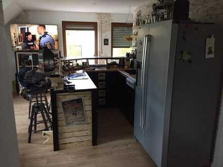 Neuwertige 2,5-Zimmer-DG-Wohnung mit Balkon in Neunkirchen am Brand