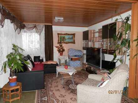 Große Wohnung/Typ Maisonette mit 2 Etagen, 5 Zimmer, KÜ, Bad, G-WC, Balkon, Garage, in Seitenstrasse