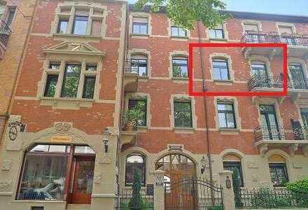 Schöne 1-Zimmer-Wohnung / Apartment mit Balkon und EBK in geflegtem Altbau