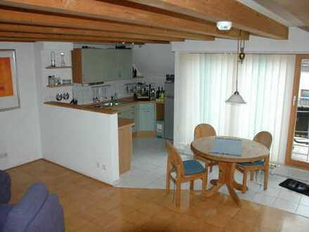 Gepflegte 2-Zimmer-DG-Wohnung mit Balkon und EBK in Budenheim