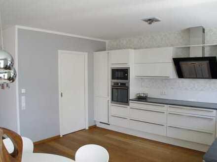 Provisionsfrei! Neuwertige 4-Zimmer-Wohnung Nähe Schlosspark von privat