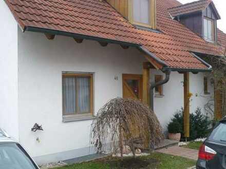 Schönes, geräumiges Haus mit vier Zimmern in Erding (Kreis), Isen