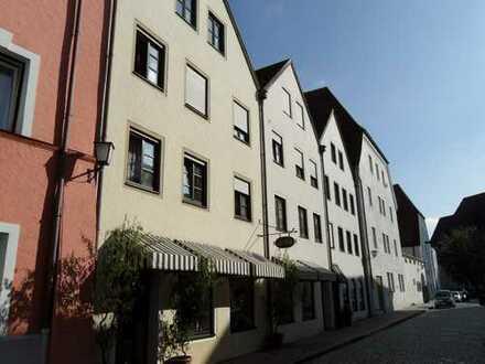 ... moderne Gewerbefläche auf der Sonnenseite in der Altstadt von Mühldorf ...