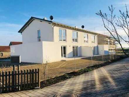 ERSTBEZUG Doppelhaushälfte in Deggendorf mit Garage, EBK, Glasfaser, LED
