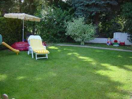 Attraktiver Walmdachbungalow in Bad Homburg mit XL Garten