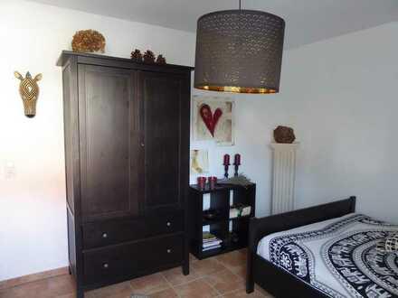 Schönes, helles möbliertes Zimmer, in 150 qm Wohnung, auf Zeit