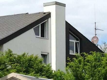 Außergewöhnliche 2 Zimmer DG Wohnung in Alt Heumaden