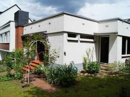 Schönes Einfamilienhaus in Bonn-Mehlem, drei Seiten freistehend, 4 Zimmer + 2 Zimmer im Souterrain