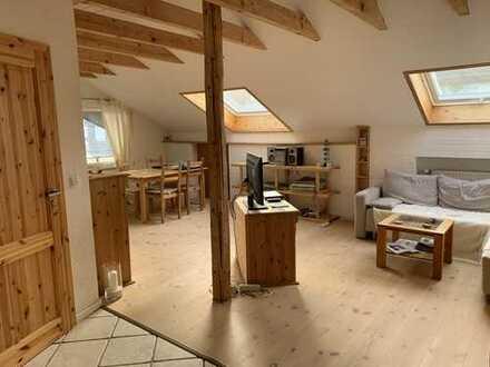 Möbliert! 2,5 Zimmer DG-Wohnung in idyllischer Lage