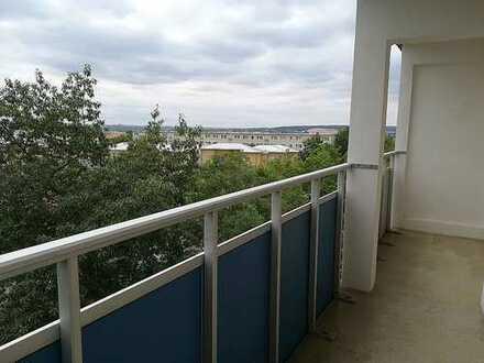 Helle 4-Raum-Wohnung mit großen Balkon