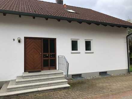 Gepflegte Dachgeschosswohnung mit drei Zimmern und Balkon in Owingen