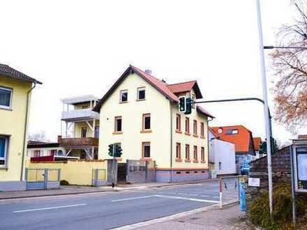 Schönes Mehrfamilienhaus an der Bergstraße 3 x 4 ZKBB