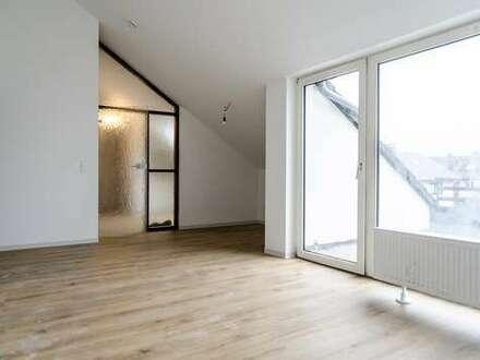 Renovierte 2-Zimmer-Dachgeschosswohnung mit Loggia in Bielefeld-Heepen