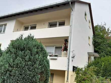 Komplett renoviert! Großzügige 4-Zimmer-Wohnung mit Balkon in kleiner Wohneinheit