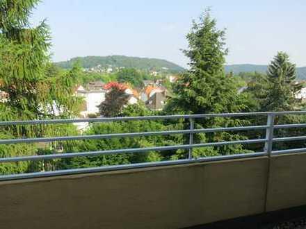 Modernisierte 2-Zimmer-Penthouse-Wohnung mit Balkon und Einbauküche in Bad Driburg