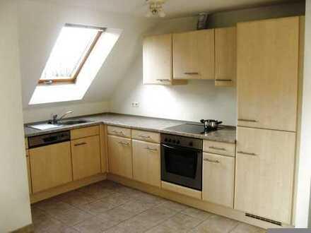 Von Privat: Großzügige Wohn-Eß-Küche + 2 Zimmer + Bad + Balkon + 2 Abstellräume + Keller + TG + Lift