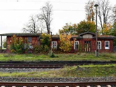"Bahnhof ""Düsedau"" und Güterschuppen - leer stehend"