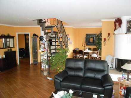 Gepflegte 3-Zimmer-Maisonette-Wohnung mit Balkon und Einbauküche in Bottrop