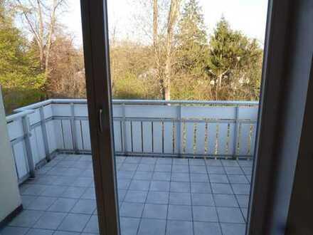 Gepflegte 2-Zimmer-Dachgeschosswohnung mit Balkon und EBK in Fürstenfeldbruck
