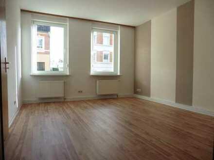 Schöne helle 2-Zi. Wohnung mit Pkw-Stellplatz und/oder Carport