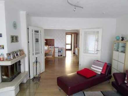 Schöne Doppelhaushälfte mit 4+2 Zimmern in Berlin, Hermsdorf (Maklerfrei!!))