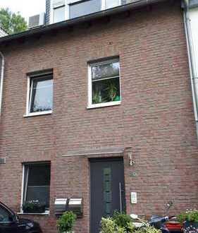 Schöne Maisonette Wohnung mit Klimaanlage, Balkon, Carport und EBK im Herzen von Aachen-Laurensberg