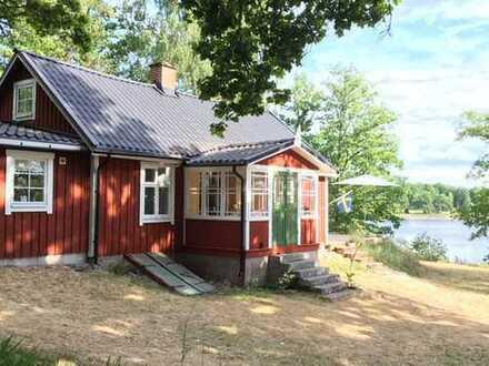 Typisches Schwedenhaus mit schöner Lage und herrlicher Aussicht über den See Römningen!