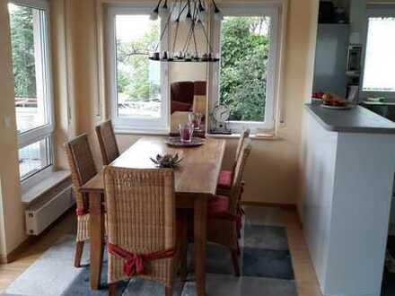 Geschmackvolle Wohnung mit vier Zimmern sowie Balkon und Einbauküche in Waiblingen